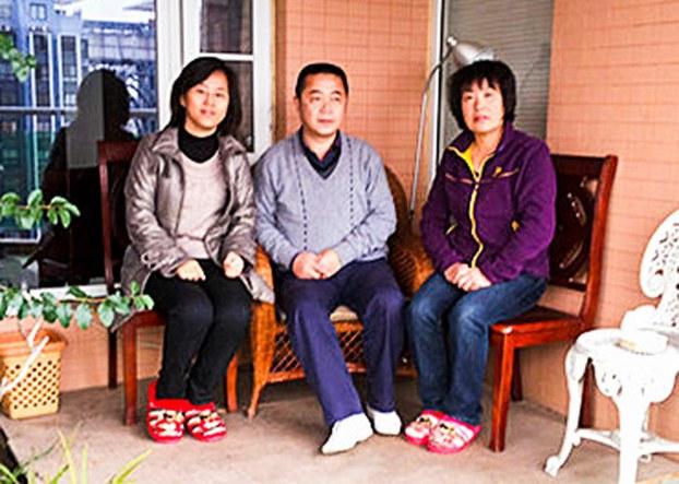 Wang Jing (L)
