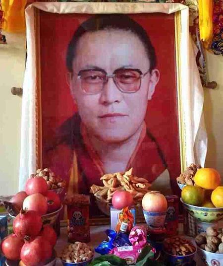 display-honoring-the-memory-of-tibetan-lama-tenzin-delek-rinpoche