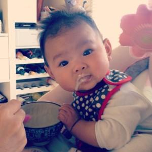 苏米珂六个月后,第一次吃母乳以外的食物