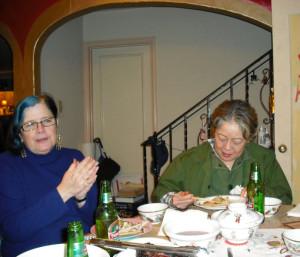 左起:Janette、Carolyn,摄于2008年鼠年除夕夜Carolyn(刘玉珍)家里。