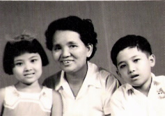 李文西:母亲1960年回国时与两小弟妹的护照相