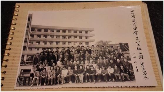 遂宁中学高八七级二班。