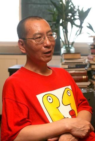 王丹质疑,刘晓波(图)和胡佳等中国民权斗士,为何无法获得亚洲民主人权奖。资料照片