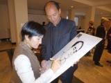 中亞筆會會長達爾米拉在簽名,旁為維吾爾筆會凱撒。貝嶺攝