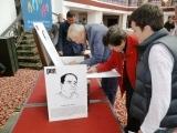 國際筆會副會長尤金、xx筆會代表在簽名、墨爾本筆會代表在等簽名。貝嶺攝