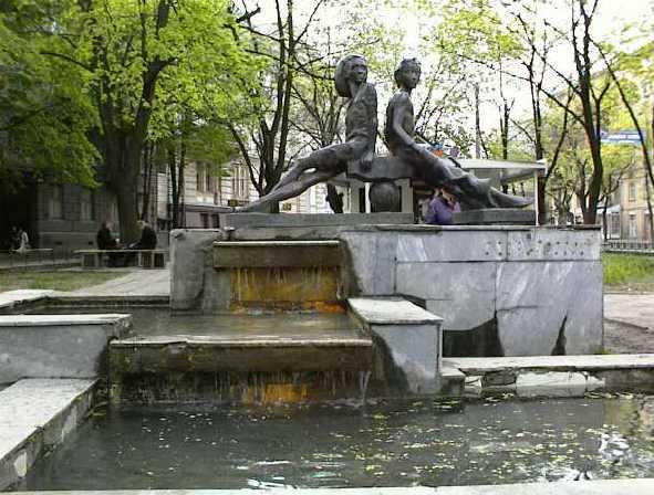 敖德萨街头随处可见的雕塑