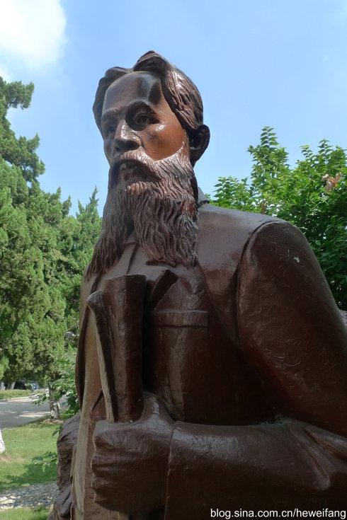 江南制造局旧址内的马格里塑像(贺卫方摄)