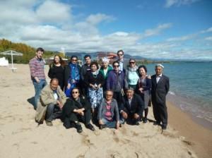2014年10月5日與會各國筆會作家在吉爾吉斯湖邊合影