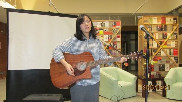民歌手牛牛小姐吉他弹唱