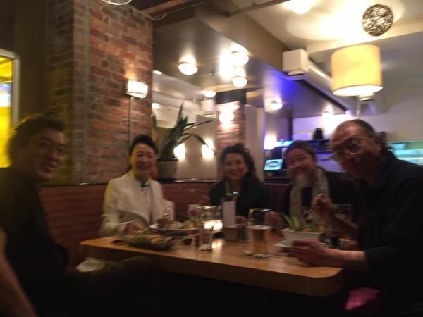 活动结束后,著名作家张戎及诗人贝岭、孟浪、雪迪、盛雪共进晚餐