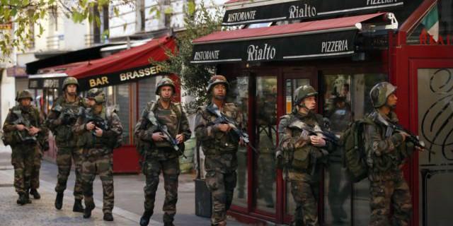 法国军人在巴黎