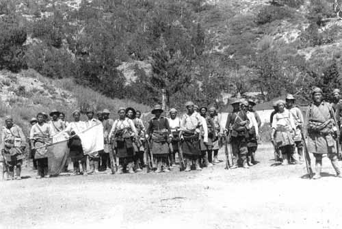 1961年藏族抵抗军四水六岭在训练
