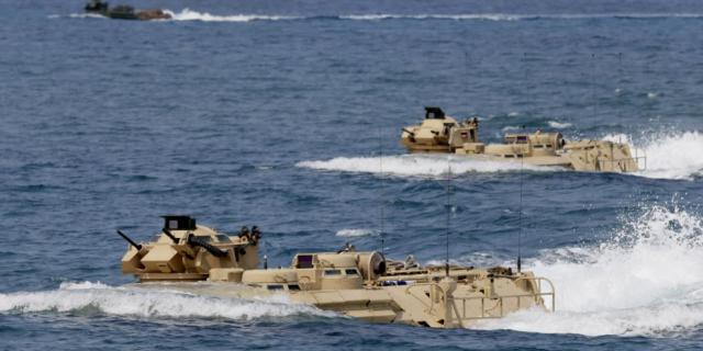美国和菲律宾在斯卡伯勒浅滩(中国所说的黄岩岛)举行联合军事演习