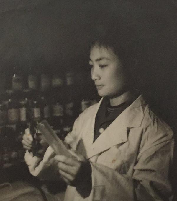 曾琳,1968年于荣县