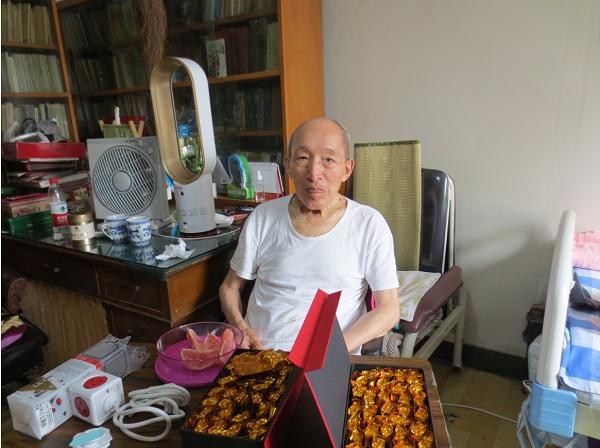 王晶垚2016年8月4日坐轮椅面对王友琴和友人来访
