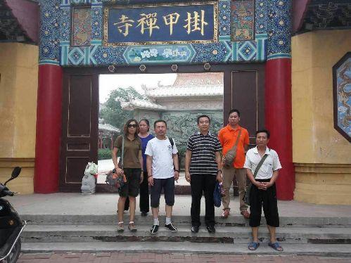 辛巴、周丽等维权人士在天津二中院门前被警察带走3