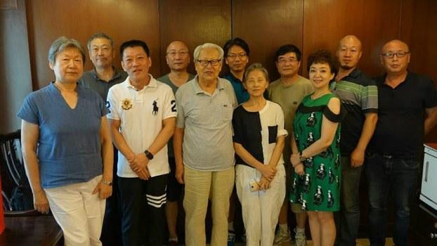 2016年8月17日,十多名北京学者在一酒家聚餐,鲍彤等人被公安阻挠,未能出席