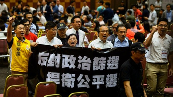 抗议特区政府对候选人进行政治审查