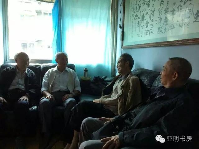 殷叔平老人和友人在一起