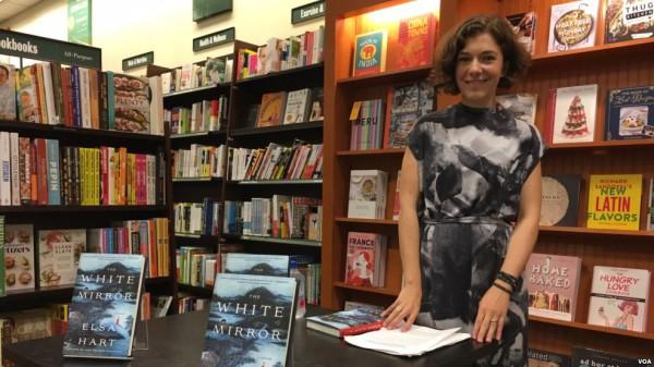 艾尔莎•哈特(Elsa Hart)推出清朝推理小说系列第二本《白镜》(The White Mirror)