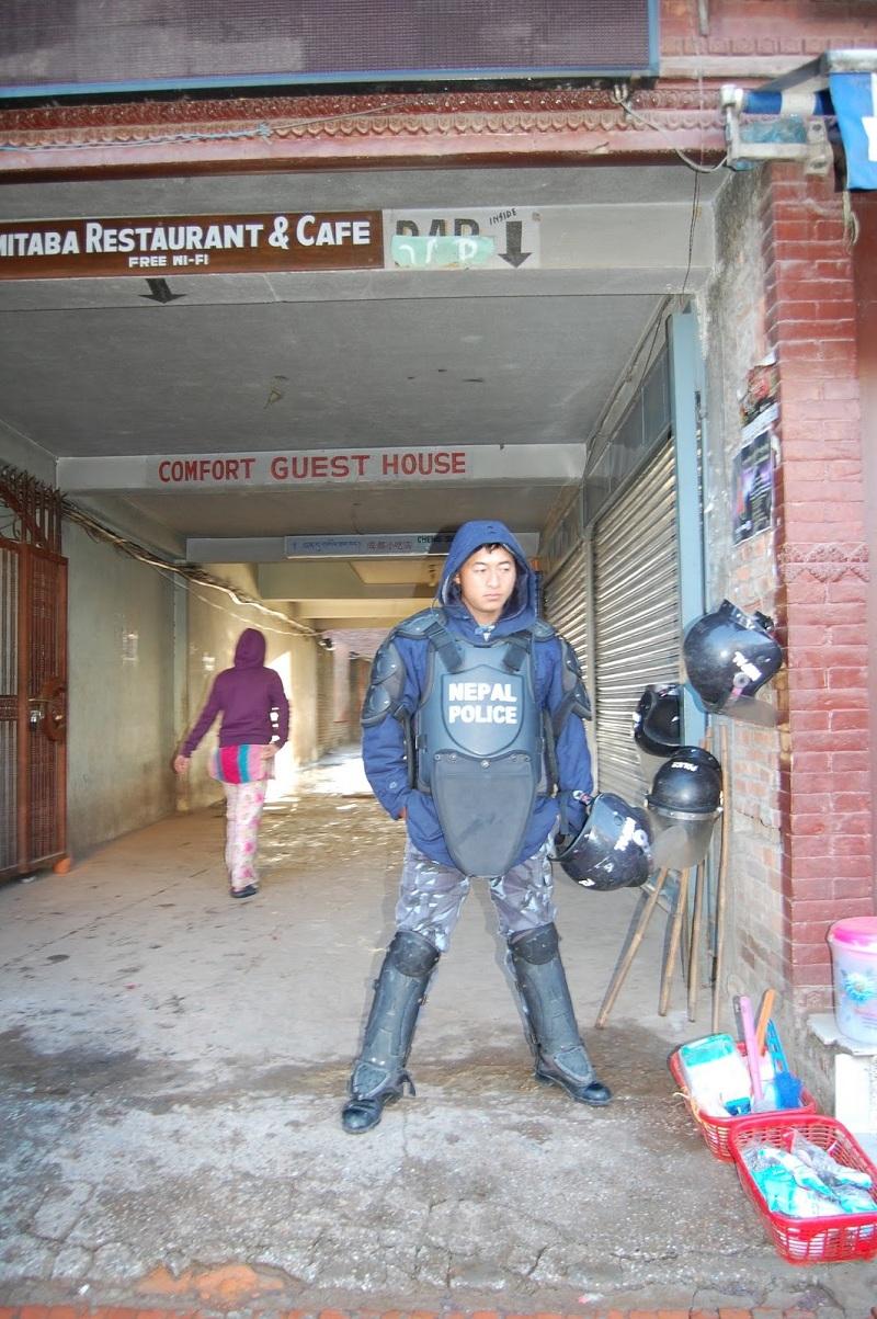 博拿佛塔周围的警察3