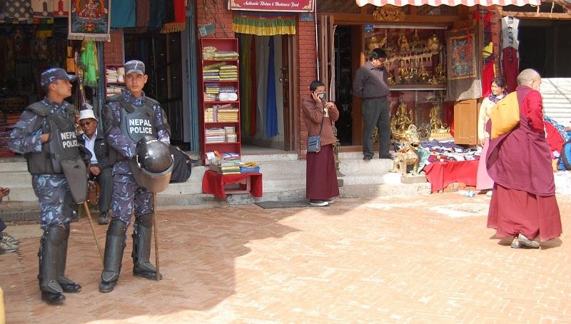 博拿佛塔周围的警察4