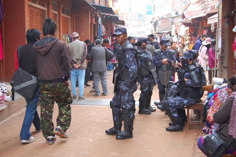 博拿佛塔周围的警察6