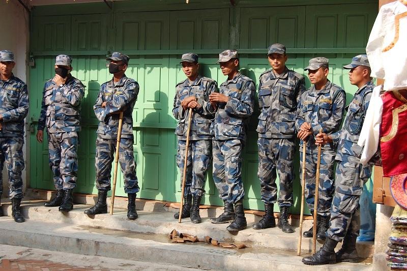 博拿佛塔周围的警察7