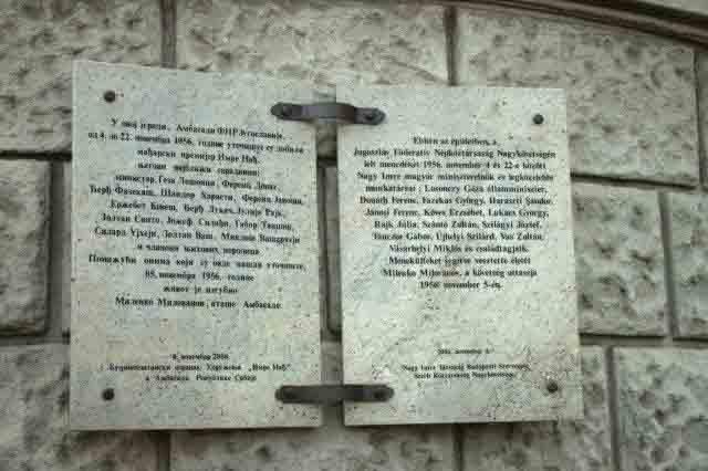 塞尔维亚(原南斯拉夫)住布达佩斯大使馆门前的纪念牌,记载纳吉因1956年匈牙利起义失败后曾在这里避难的经历