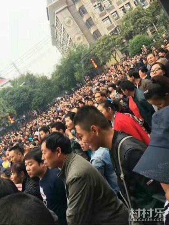 陕西西安高陵群众聚会抗议