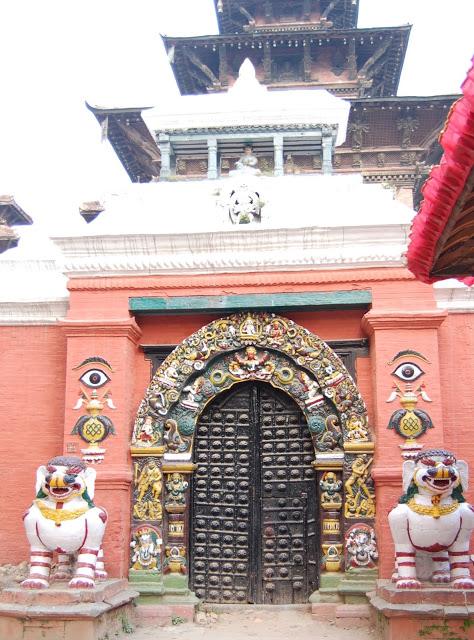Taleju神庙前的雪狮