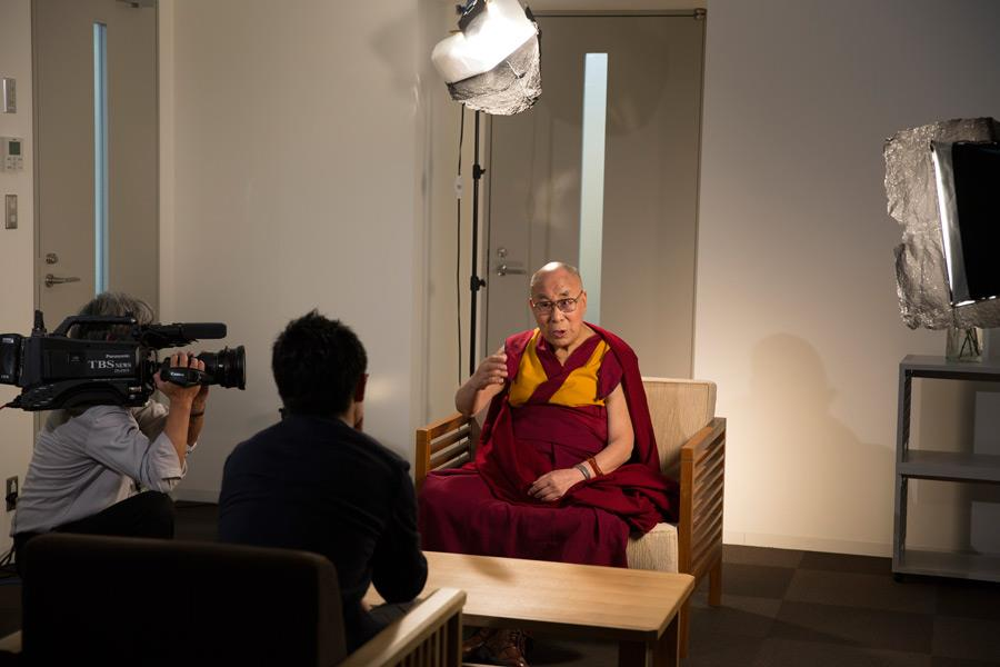达赖喇嘛接受日本媒体专访