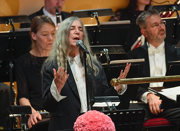 US singer Patti Smith performs 'A Hard Rain's A-Gonna Fall' by absent Literature prize winner Bob Dylan during the awardings of the Nobel Prizes in medicine, economics, physics and chemistry on December 10, 2016 in Stockholm, Sweden. Nobel laureates are honoured every year on December 10 -- the anniversary of the death of prize's founder Alfred Nobel, a Swedish industrialist, inventor and philanthropist. / AFP PHOTO / TT News Agency / JESSICA GOW / Sweden OUT