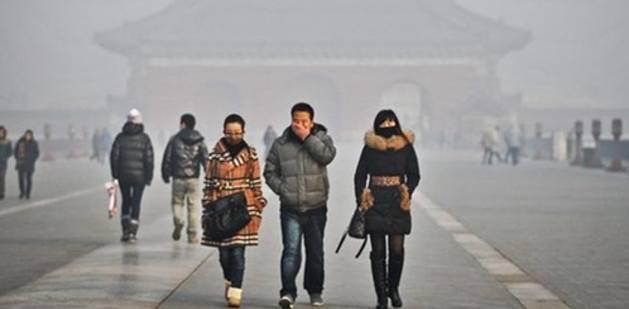 雾霾下的民众