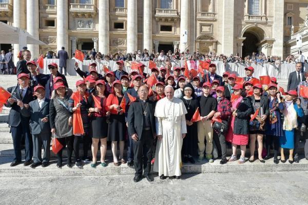 教皇方济各接见徐宏根带领的中共官方教会朝圣团