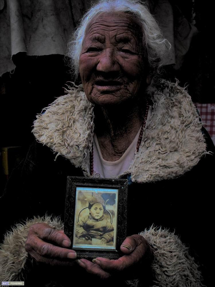 一位西藏老人的最后一张合影