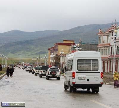 中共大批警察全副武裝開赴現場