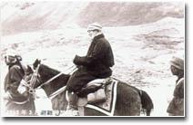 图为1959年3月达赖喇嘛离开拉萨踏上流亡之路