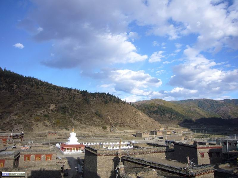 图3:这就是嘎玛和曲扎所在的西俄洛乡,丹增德勒仁波切多次到这里传播佛法,教化村民。
