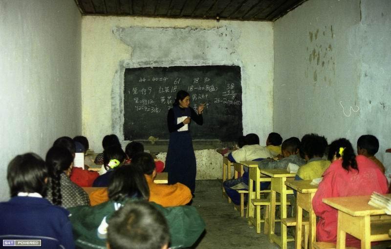 图6:1999年,丹增德勒仁波切的学校在上课。