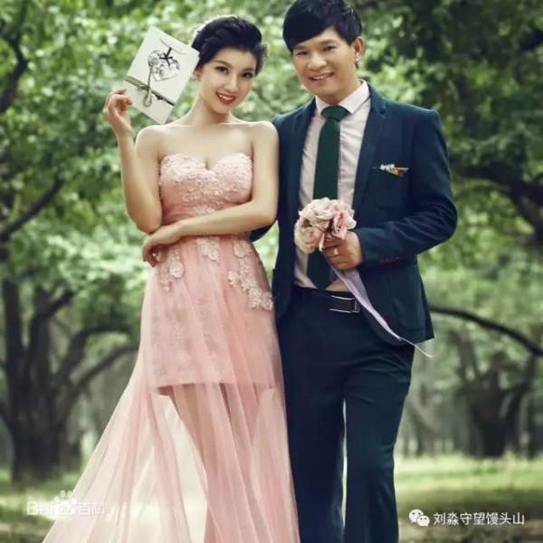 杨小曼和著名网络歌手冷漠结婚照