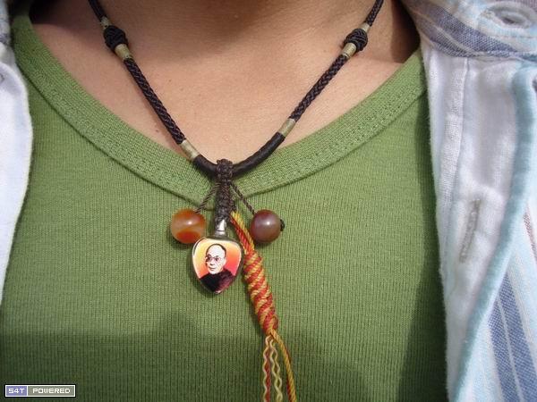 胸口的达赖喇嘛