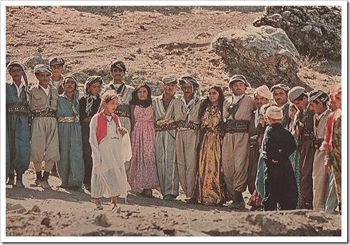 身着传统民族服饰的库尔德人