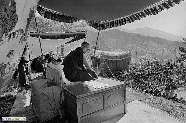 1960年代,为了延续和传承西藏的文化和传统,流亡到印度的达赖喇嘛和流亡藏人们建立了一所所学校5