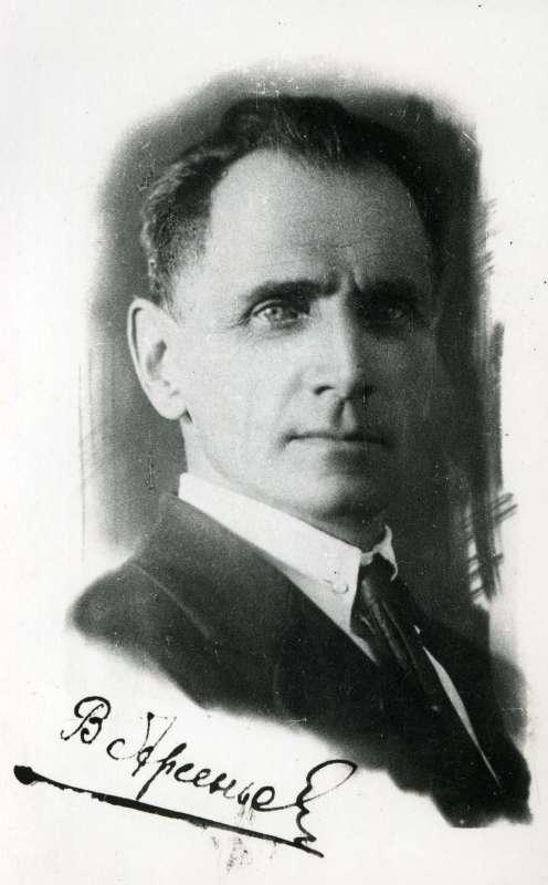 俄国著名自然地理学家阿森耶夫,他在乌苏里江东岸的探险考察游记被翻译成30多种文字。