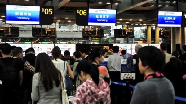 冯崇义此前从广州新白云机场出境时被拦
