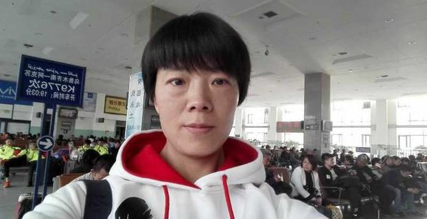 国良心犯张海涛的妻子到沙雅监狱探监