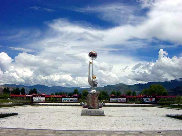 """大而无当、与人无关、与西藏无关的""""援藏""""业绩——泰州广场1"""
