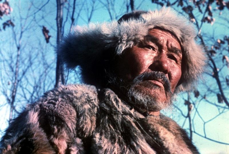 影片主角赫哲族猎人德尔苏·乌扎拉。赫哲人为乌苏里江流域的原住民