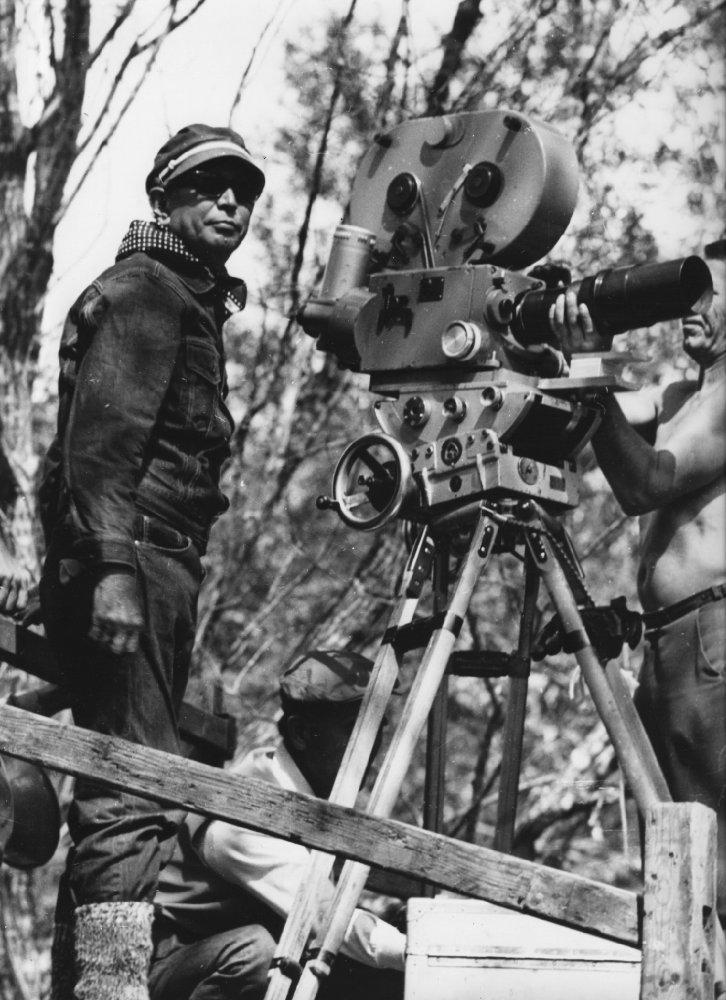 黑泽明在俄国远东荒野拍摄外景。
